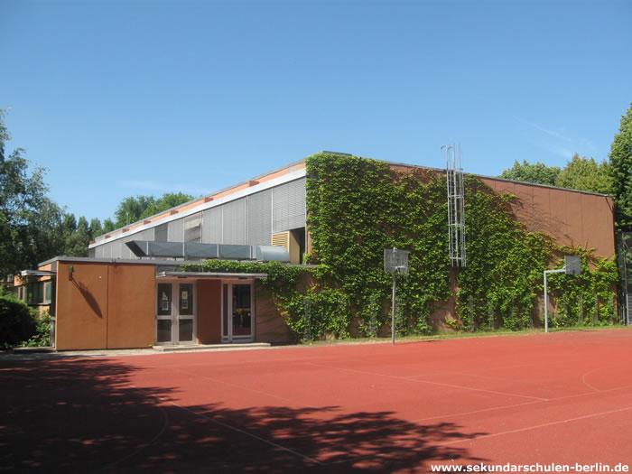 Ernst-Reuter-Schule - Sportplatz und Sporthalle