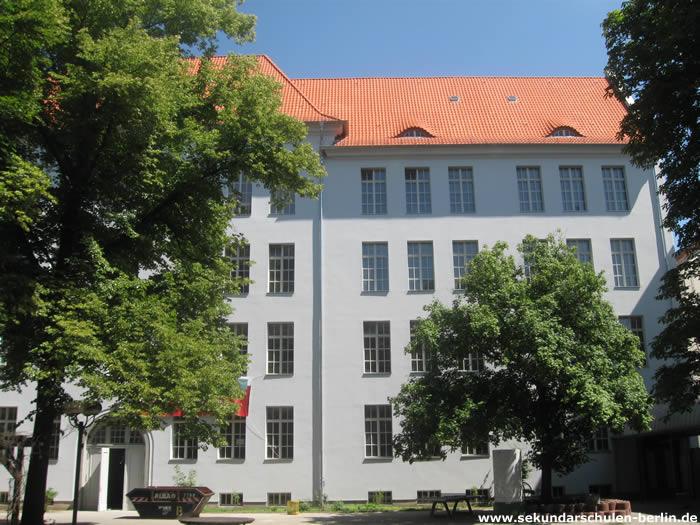 Ernst-Schering-Schule Schulhof