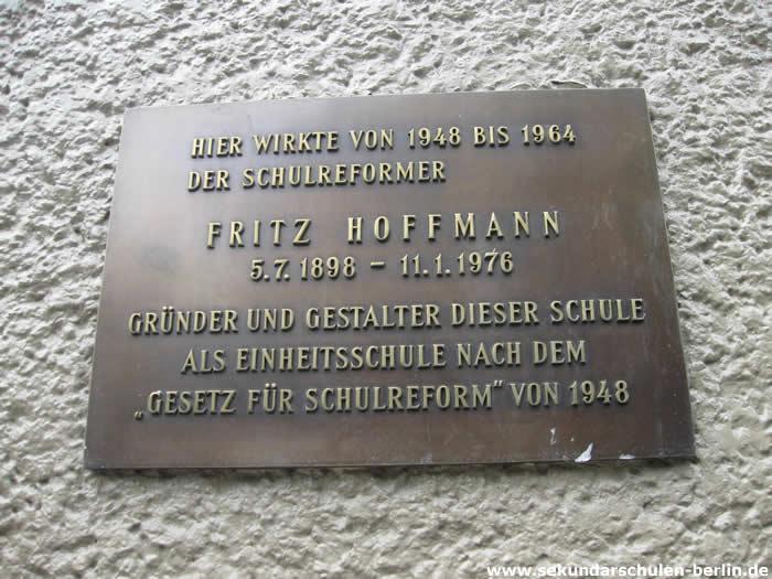 Fritz-Hoffmann-Gedenktafel an der Fritz-Karsen-Schule