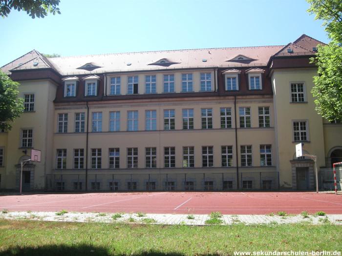 Gail S. Halvorsen Schule - Sportplatz