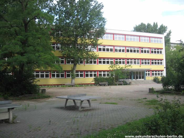 George-Orwell-Oberschule Schulhof