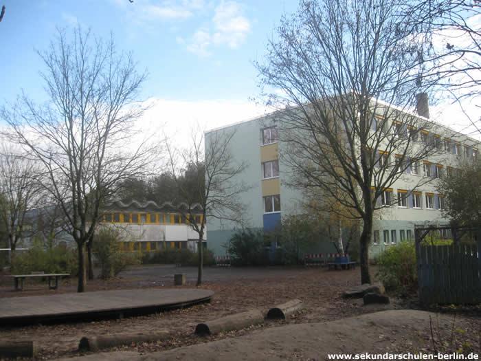 Grünauer Schule Schulhof