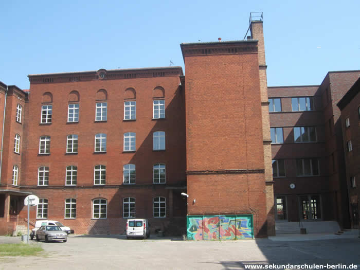 Heinz-Brandt-Oberschule Schulhof