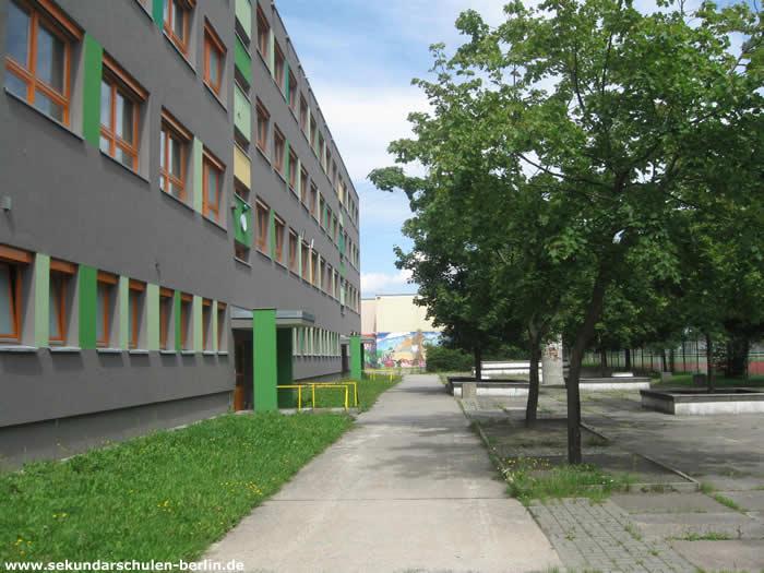 Johann-Julius-Hecker-Schule Schulhof