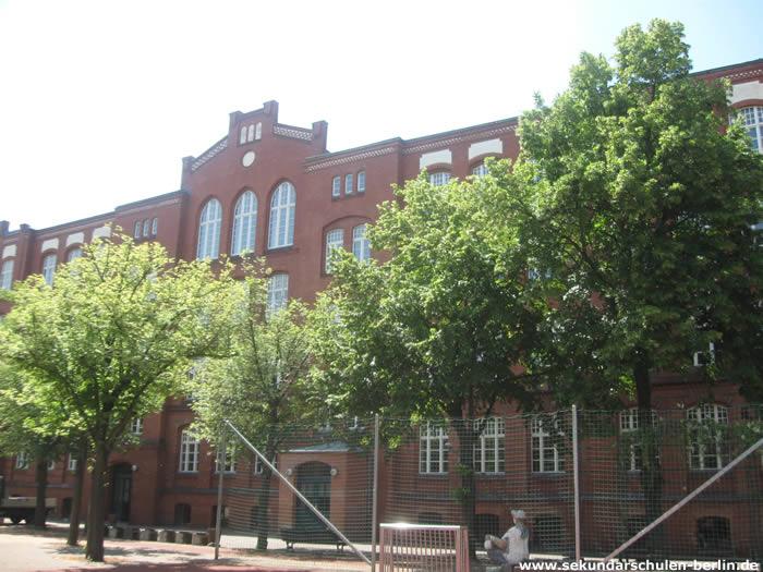 Julius-Leber-Oberschule Schulhof