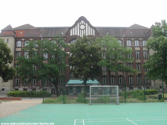 Mildred-Harnack-Oberschule Hofseite