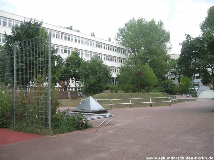 Philipp-Reis-Schule Schulhof