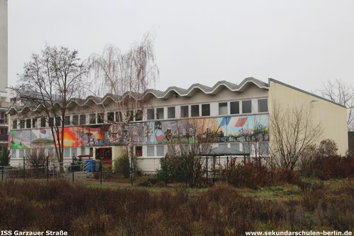 Sporthalle Wuhlestraße 18 (ehemals Teil der Carl-Spitzweg-Oberschule) im Dezember 2019
