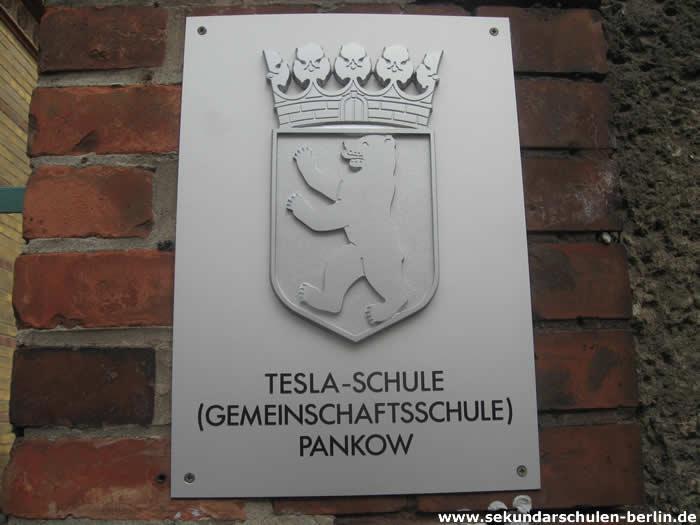 Tesla-Schule Schild