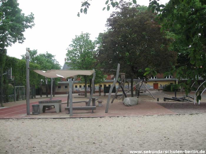 Zuckmayer-Schule Schulhof